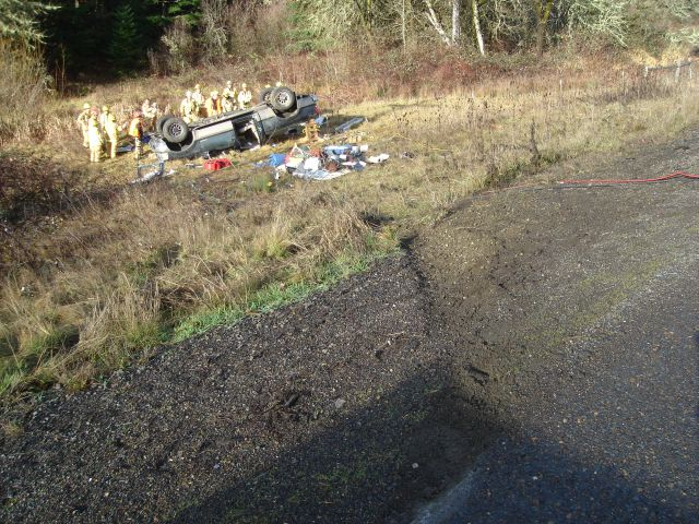 2004 Ford F250 pickup rolled near Philomath Oregon 12 - 31 - 2011