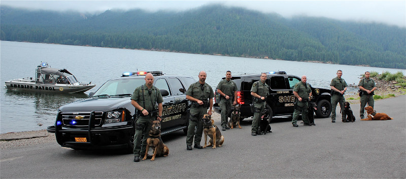 Canine handlers and their dogs at Detroit Lake