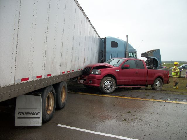 2007 Ford F150 pickup crashed into trailer